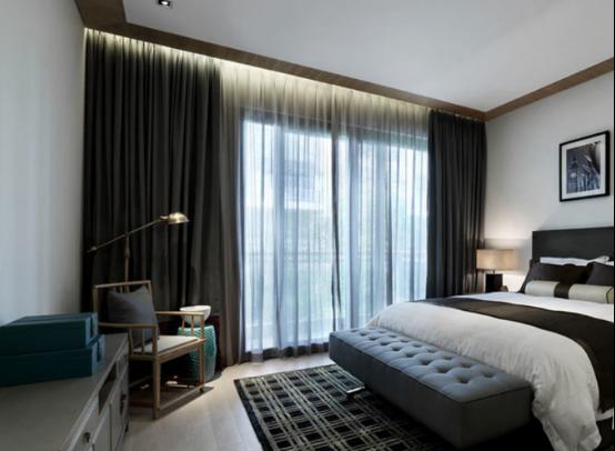 客厅沙发套数,在风水学之最讲究,一般情况下,沙发以形状区分,有单人沙发、双人沙发、长形沙发、曲尺形沙发和圆形沙发等;以材料区分,有皮制沙发、布制沙发、藤制沙发和传统的酸枝椅等;以颜色与造型方面区分,更是花样繁多。沙发的大小要适宜,切忌小客厅用大沙发。选择沙发的颜色和材质最好要与客厅的装修风格一致。客厅沙发的套数,最忌一套半或是方圆沙发并用。因为会影响道整个家庭运势。
