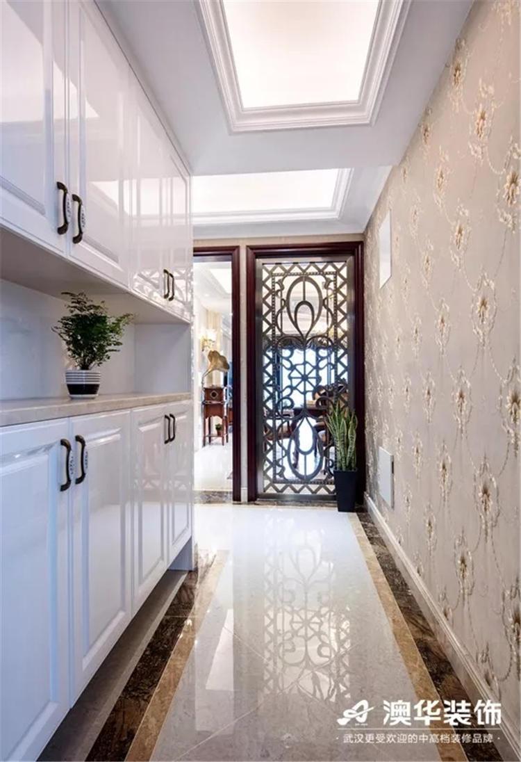 隔开了玄关与客厅   光线透视出隐约可见的华美   欧式风格花式